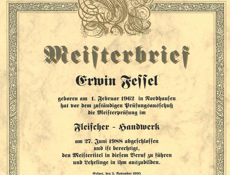 Eine Urkunde zeigt Erwin Fessels Meisterstück. Er bekam diesen am 2. November 1995.