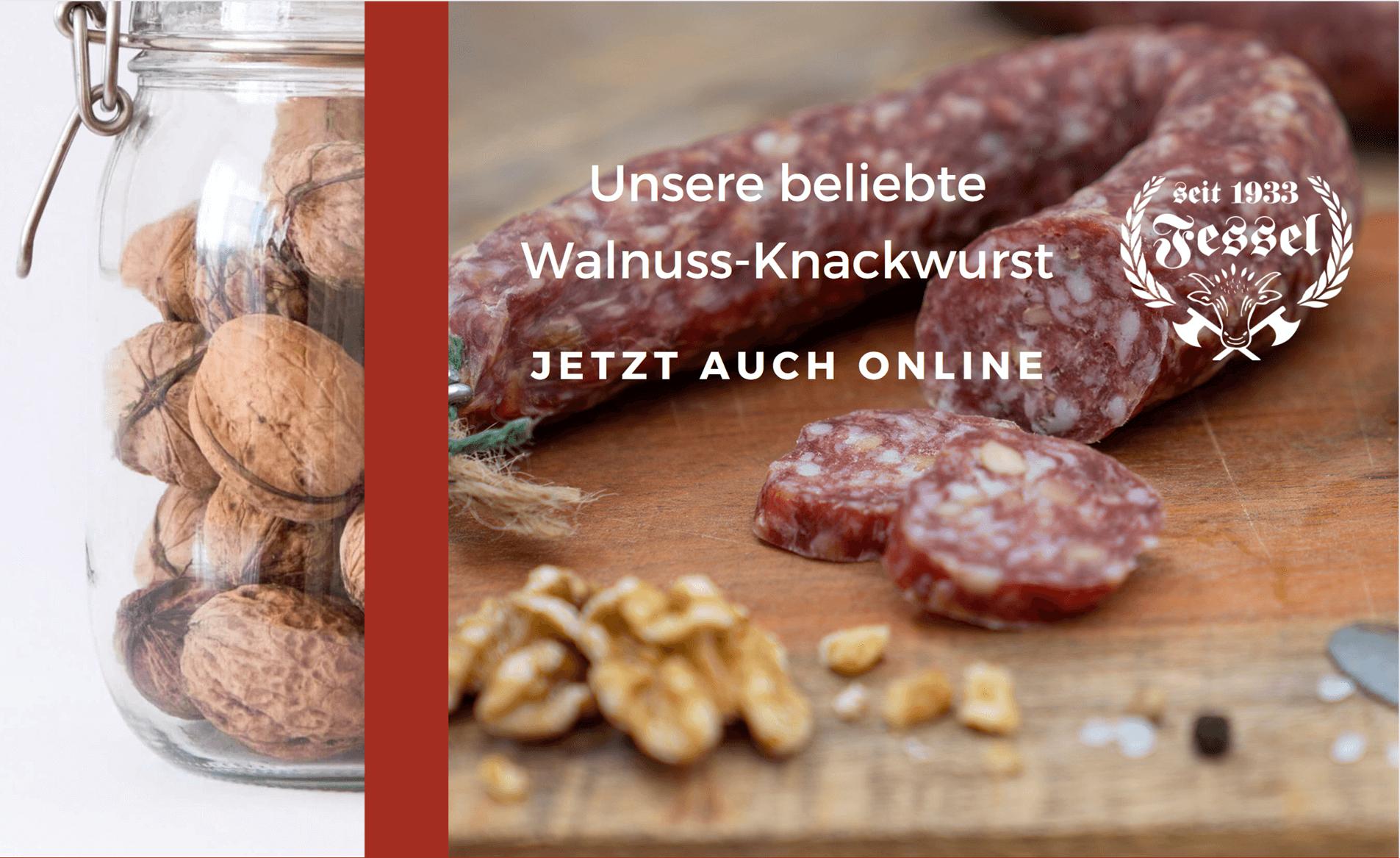 Fessels Walnussknackwurst auf einem Holzbrett. Auch im Bild ein Einmachglas mit Walsnüssen und das Logo der Fleischerei Fessel.